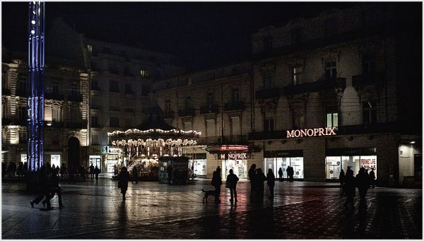 Night image of the main square in Montnpellier.