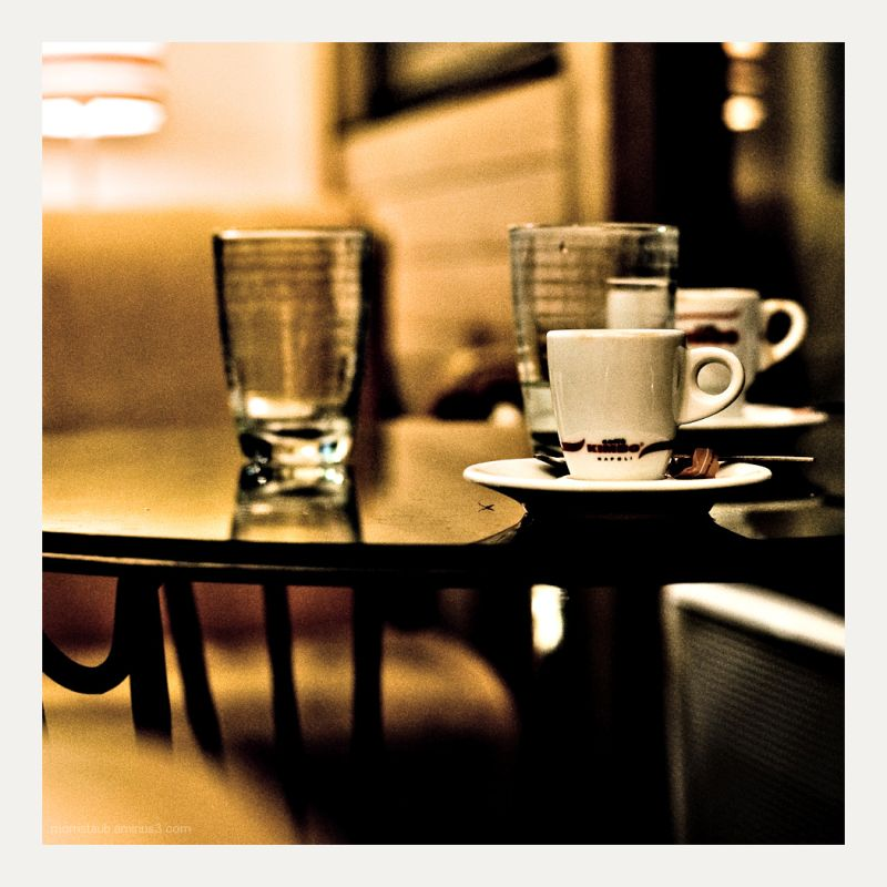 Coffee cups on a table in a cafe.