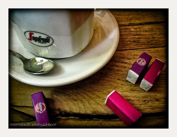 Coffe cup and sugar cubes.