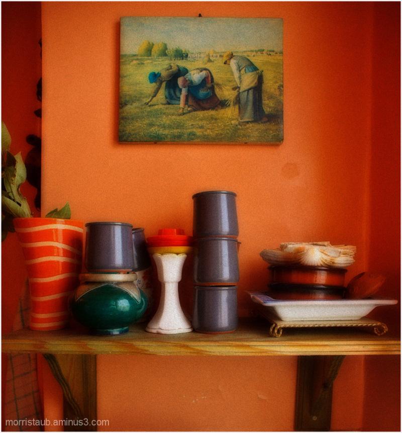 Mugs and vase on kitchen shelf.