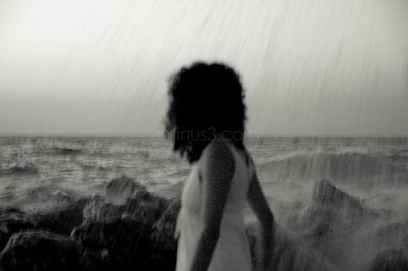 Το κορίτσι και τα κύματα -  The girl and waves
