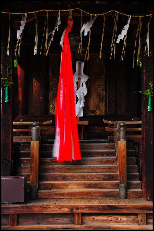 The Spirits Move: Iwakura Shrine (石座神社)