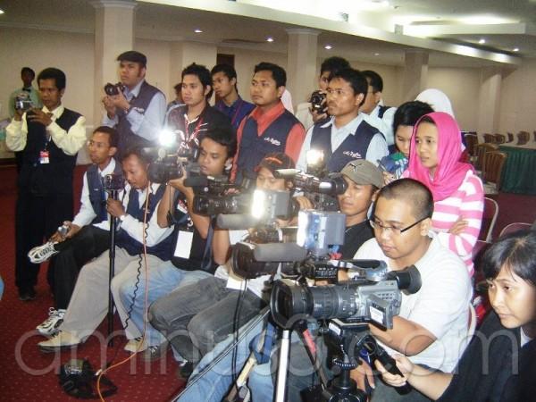 Journalister