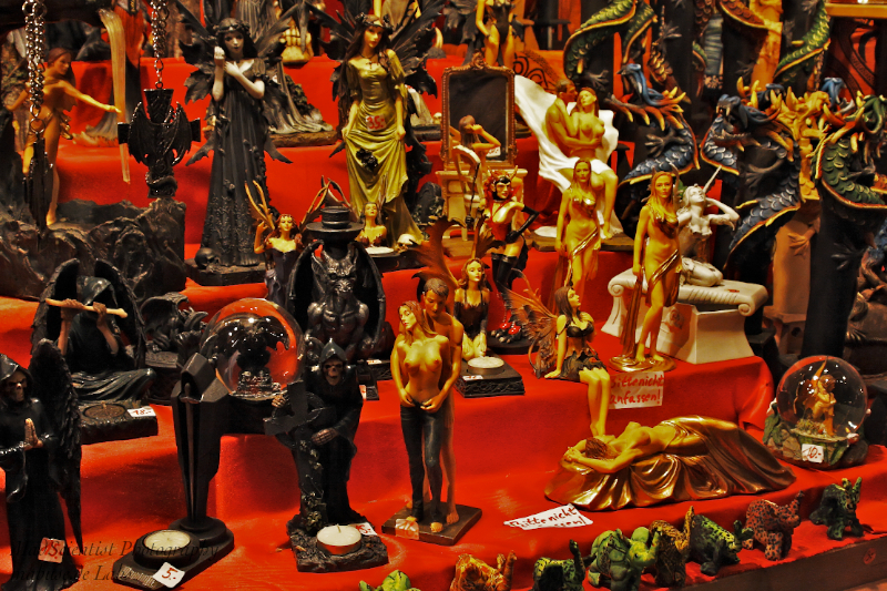 Figurines at Christmas fair, Cologne