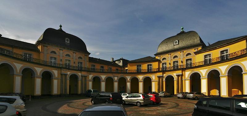 The Car Castle