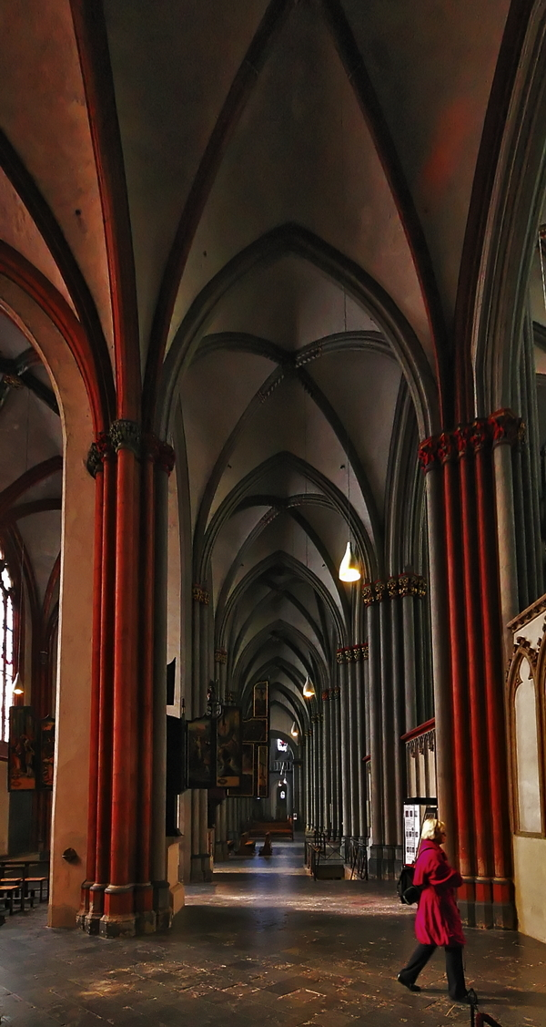 St. Victor's Cathedral: Side Aisle