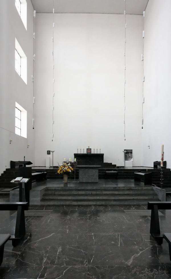 St. Fronleichnam, Aachen: Altar(s)