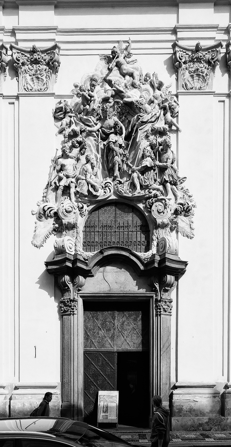 St Jacob, Prague: Portal