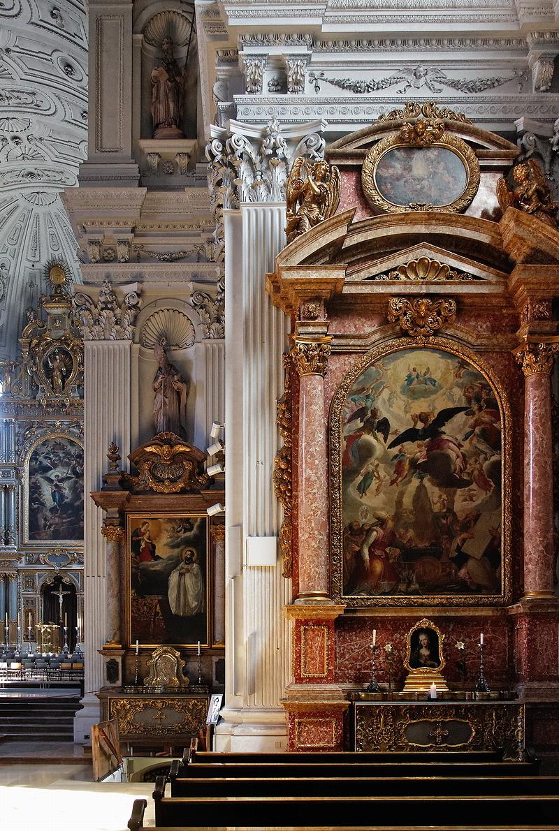 St Michael, Munich: Altars