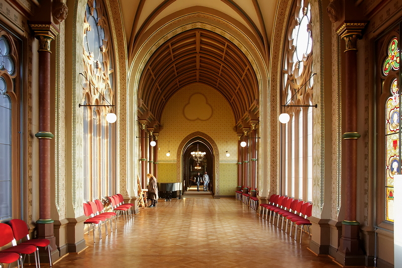 Drachenburg: Art Hall, Looking Back