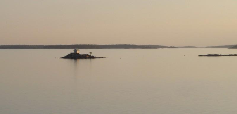 cabane au milieu des fjords