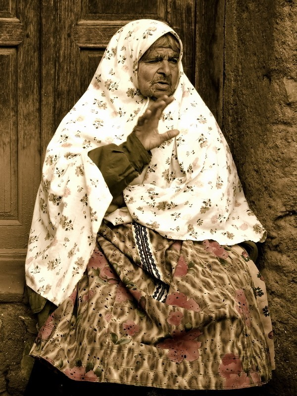 old woman, abyaneh