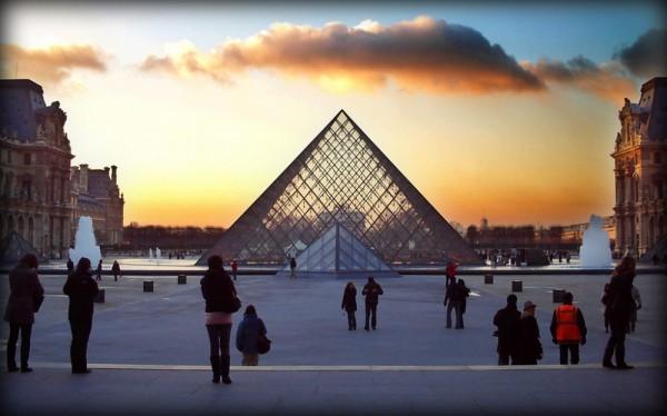 pyramid louvre paris
