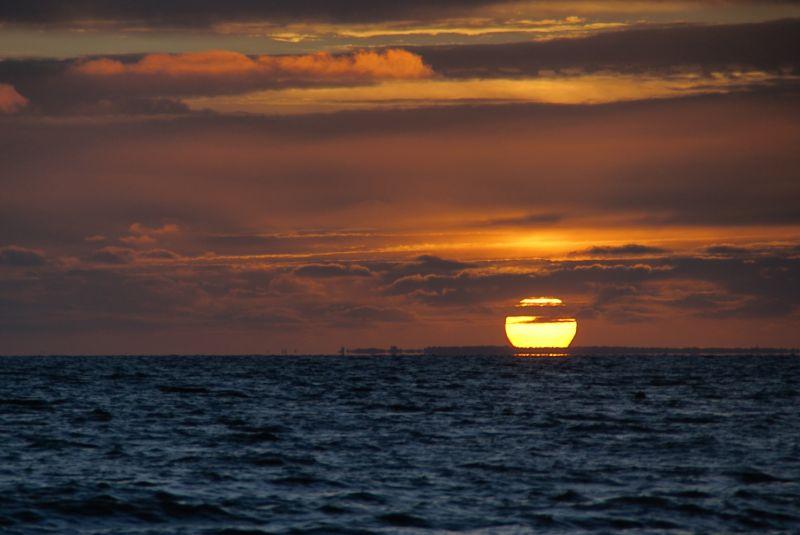 Soleil couchant et ciel rougeoyant