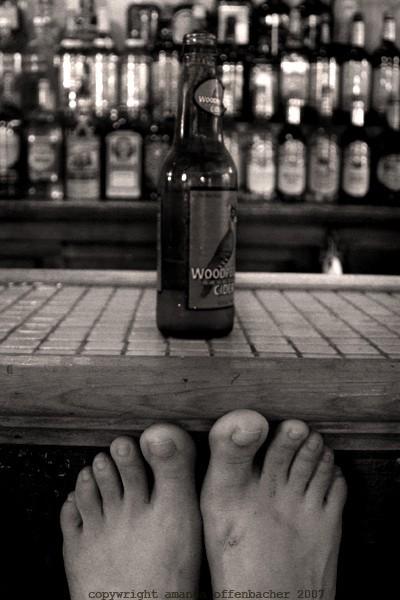 happy village, feet