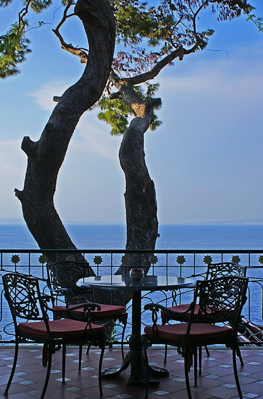 Romantic tables of Sorrento III