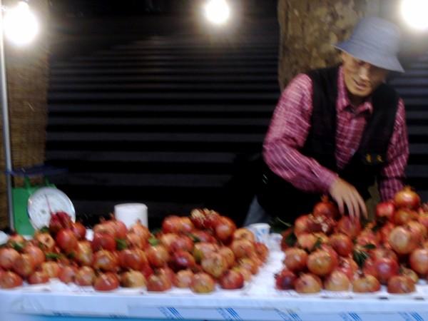 pomegranate vendor seoul
