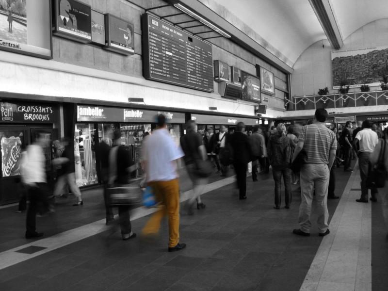 crowd in Rotterdam Station