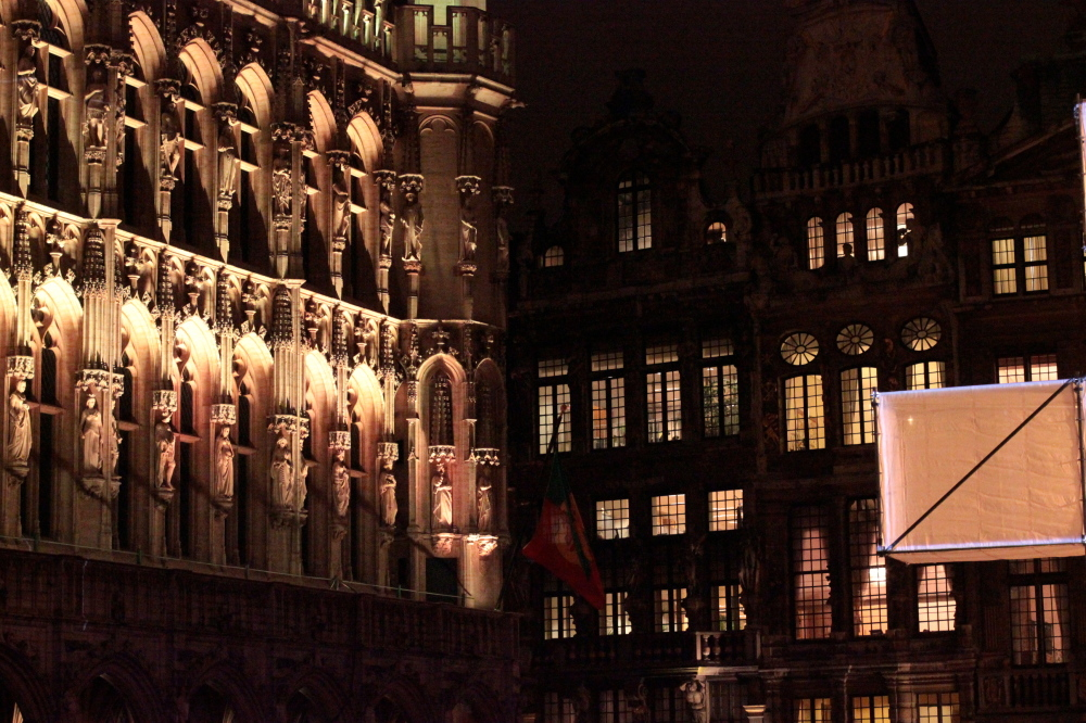 windows of grand place