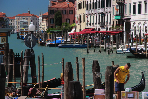 busy day venice