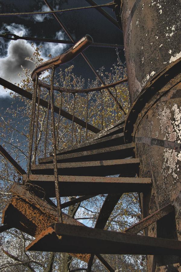 fort mott: watchtower stairs