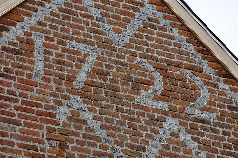patterned brick: 1722