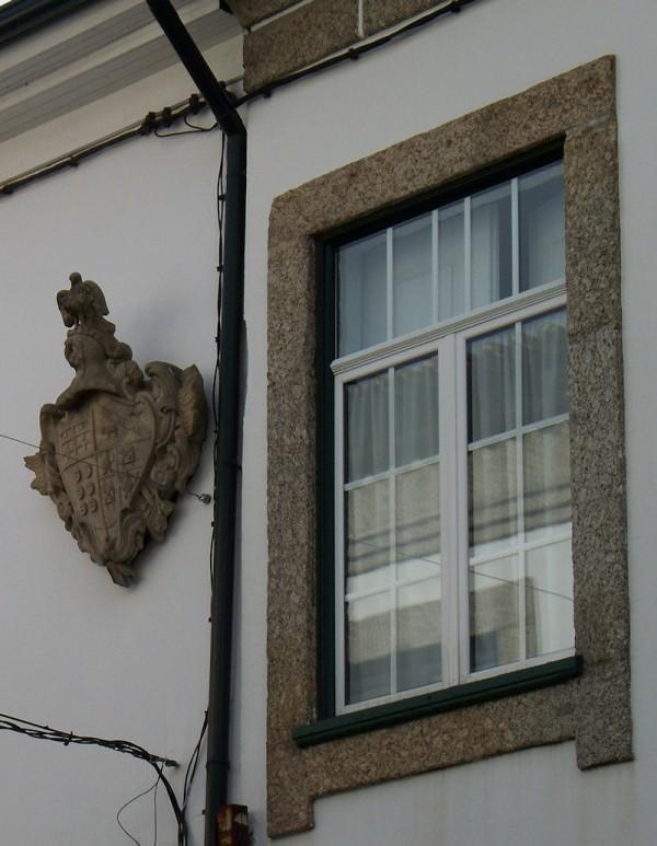 coats arms brasão window