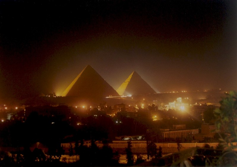 toma nocturna a las piramides