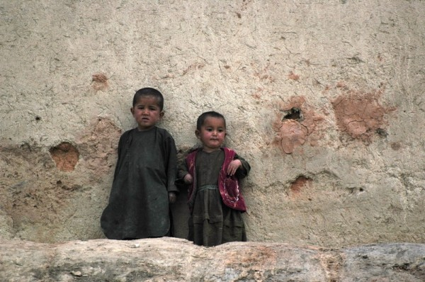 Children in Sang-e Surokh, Lal wa Sarejangal