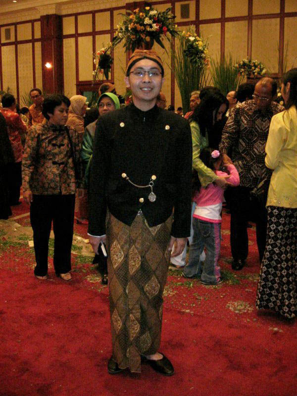 traditional Javanese costume
