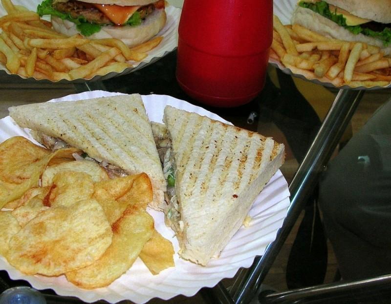 Potato chips, Sandwiches n Burgers