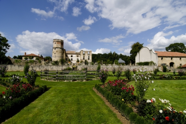 Architecture chateau Isere jardin