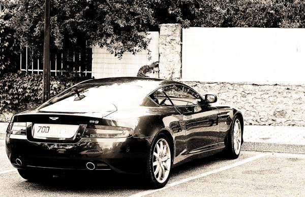 Bond Vaison-La-Romaine Aston-Martin