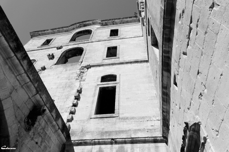 N&B Arles architecture