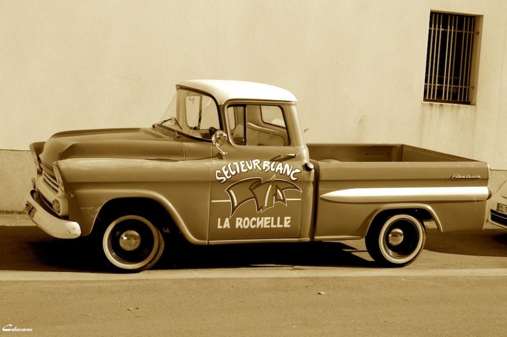 Automobile sepia La_Rochelle