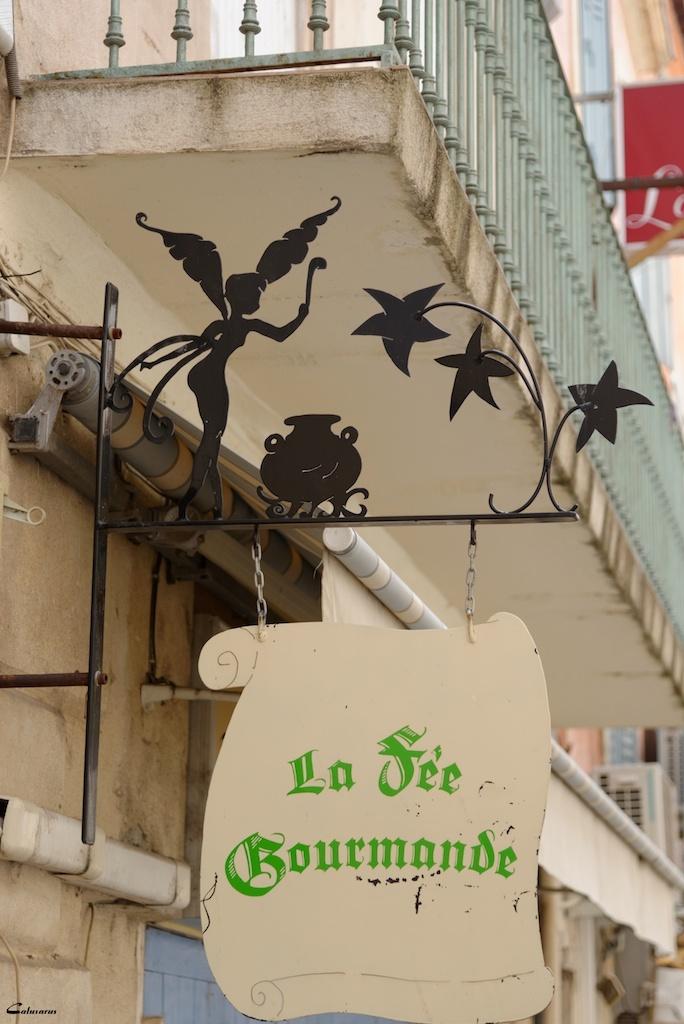 Enseigne Arles Bouches-Du-Rhone