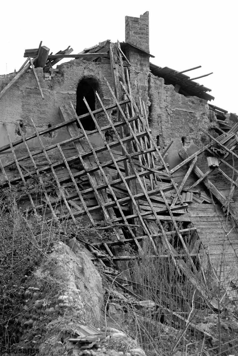 Architecture ruine Drome 26 ALBON