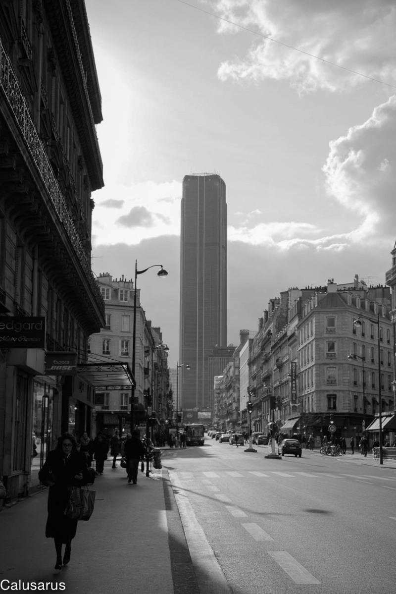 Rue Paris N&B