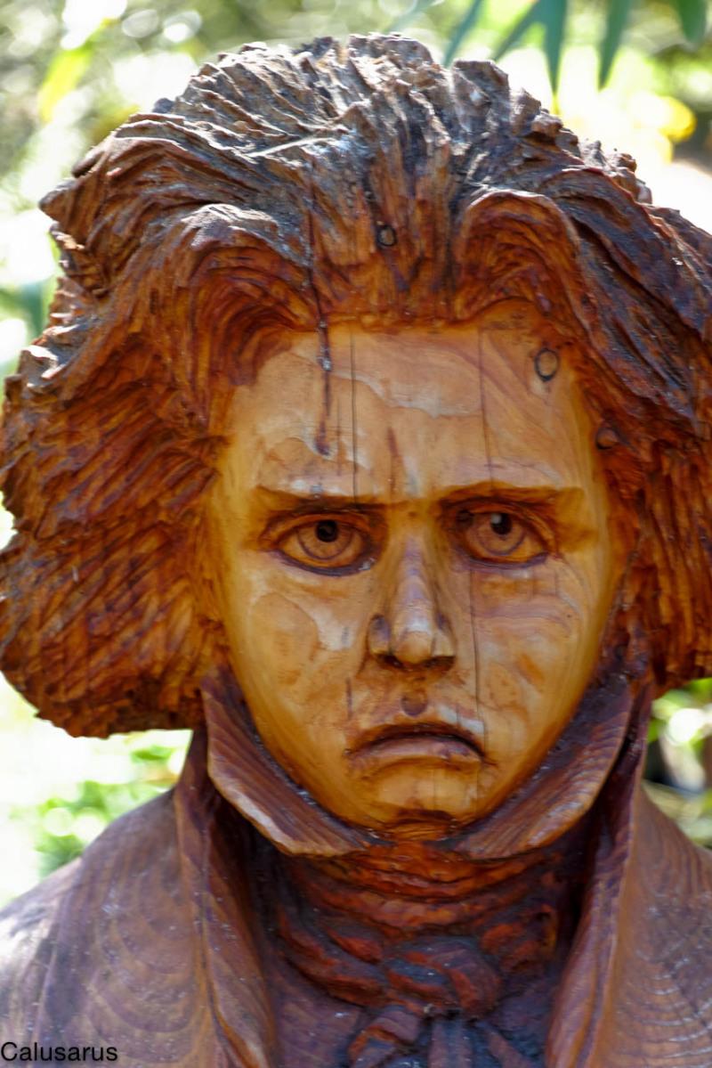 Portrait homme sculpture bois