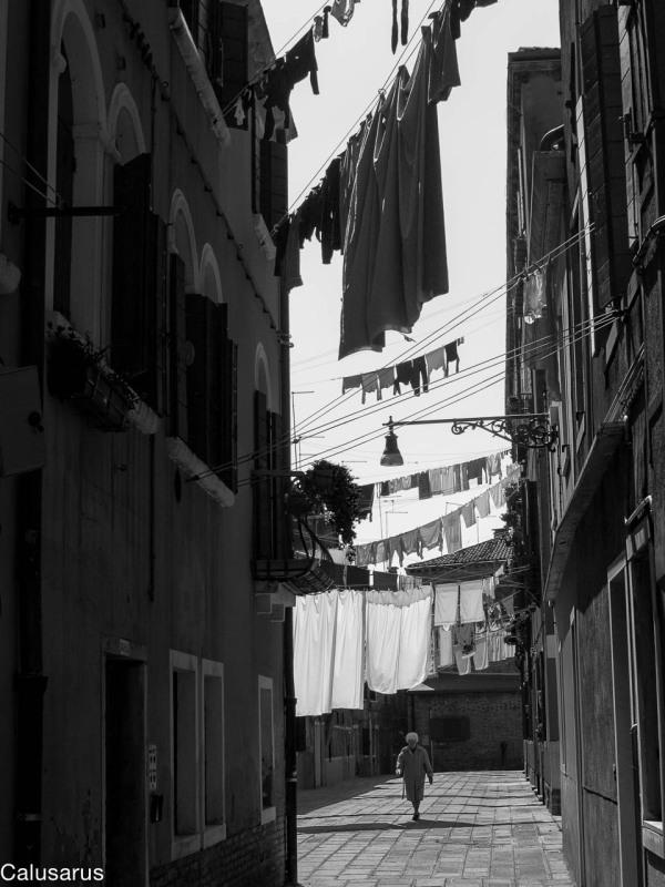 Rue Venise silhouette N&B
