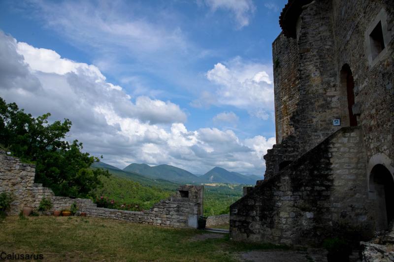 Paysage Drome 26 ruine Le-Poet-laval