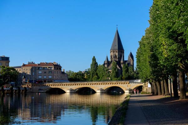 Metz canal pont lieu sacré