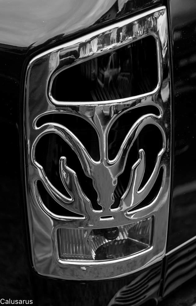 Automobile Isère Detail N&B
