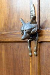 Porte détail heurtoir