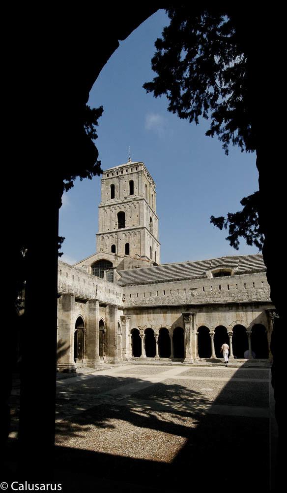 Architecture Arles Lieu sacré