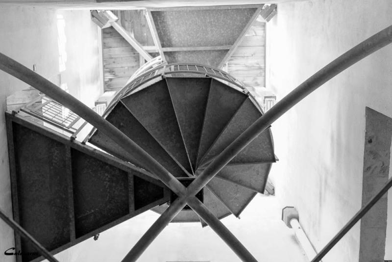Arles N&B escalier