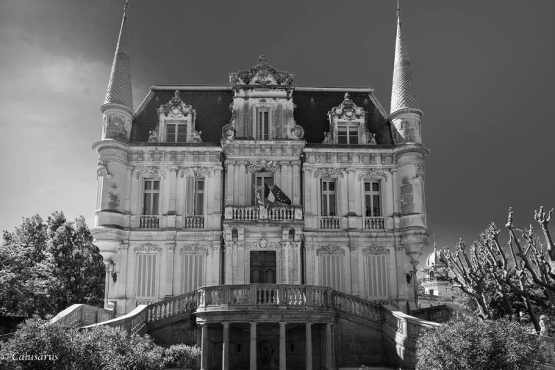 N&B Courthezon chateau