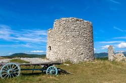 Paysage ruine Drome 26 Vassieux moulin