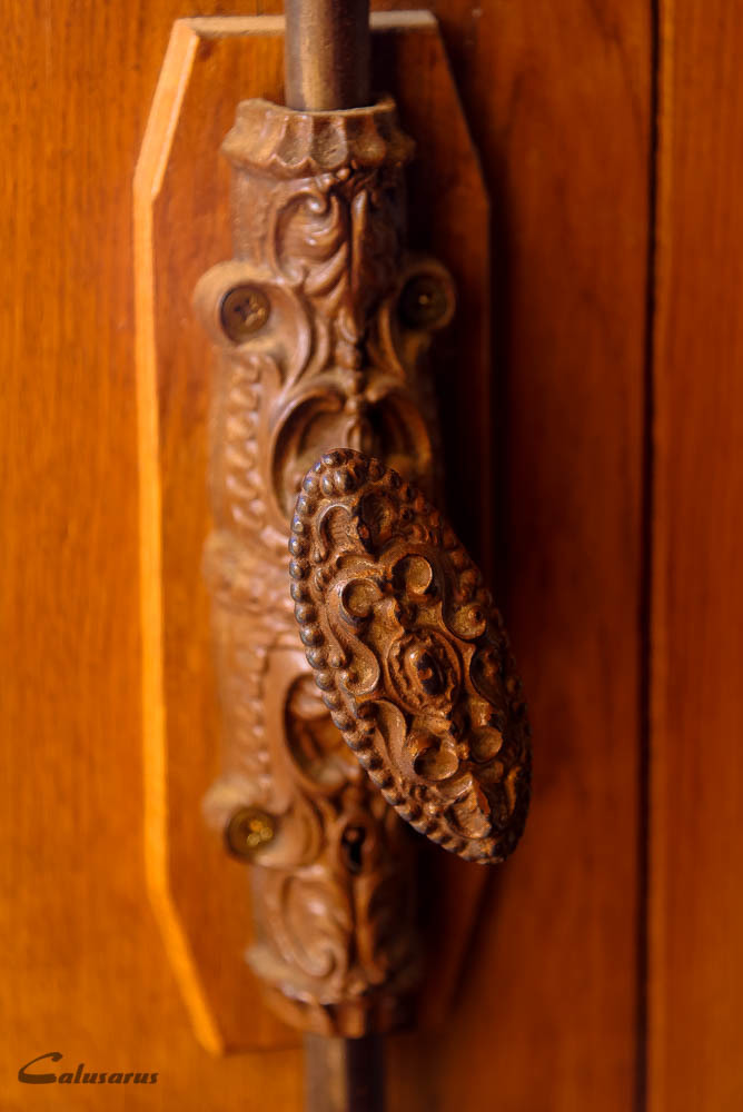 Porte detail Drome 26 Chabrillan