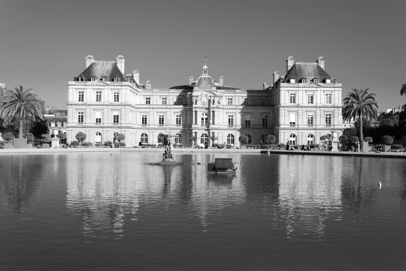 Paris N&B Reflet Architecture